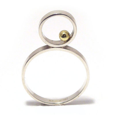 Upright ring with 3mm gold ball