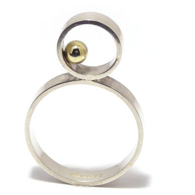 Upright ring with 4mm gold ball
