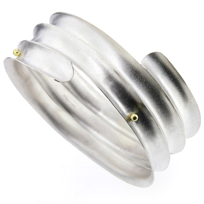 Concave gold ball bangle