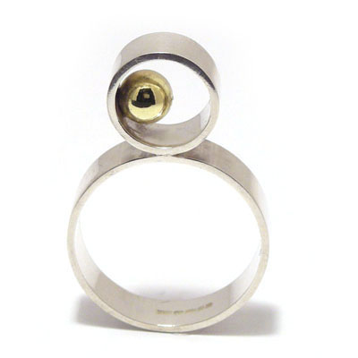 Upright ring with 5mm gold ball